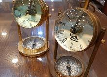 ساعة نحاس مع قاعدة بوصلة