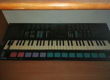بيانو بحالة جيدة  السعر65وقابل للتفاوض