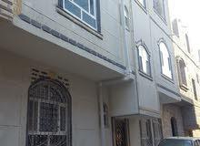 بيت للبيع في صنعاء في سعوان مكون من دورين والدور الثالث مرفوع باقي السقف