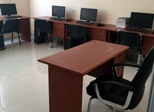 طاولات مدرسية وكراسي