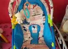 كرسي اطفال منزلي بحالة الجديد لون ازرق