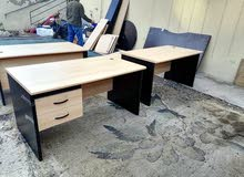 طاولات مكاتب