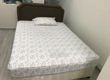 King size bed in excellent condition 200*150