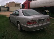 مرسيدس E200 2003