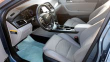 Automatic Hyundai 2015 for sale - Used - Al Masn'a city