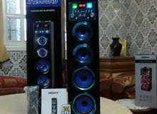 Woofer,  bleuteut, aux, usb, crd sd, micro, radio, battery