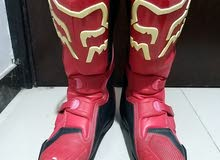 fox boots red color