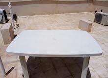 طاولة كبيرة للبيع. Plastic table for sale