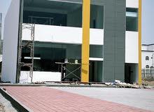للايجار مبنى تجاري جديد من طابقين بموقع استراتيجي في المعبيلة الجنوبية