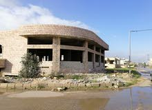 مخازن في اربد شارع عمان شمال مخبز السنبله كما يوجد تسويه في المبنى 440متر مربع ل