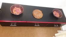 طاوله شاشه تفصيل مع ثلاث دروج ثقيل وكاله