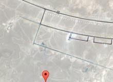 ركز في موقعها قريبه جدا من الخدمات   ثمريت / صلاله مربع  : ج  رقم الارض : 140