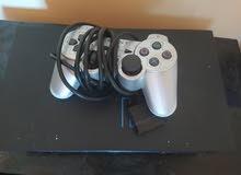 PlayStation 2 disque dur avec une manette grise