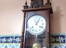 ساعة حائطية ميكانيكية قديمة تحفة تعمل بشكل جيد