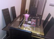 طاولة سفرة (6 مقاعد ) للبيع جلد
