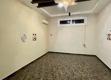 شقة ارضية خدمية للايجار في سنتر بن عاشور