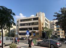 مكتب / عيادة طبية للايجار السنوي في مجمع طبي ذات اطلالة مميزة / بالقرب من مستشفى الخالدي