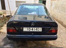 مرسيدس E200 موديل 1989