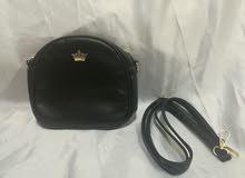حقيبة يد سوداء السعر 3 دينار