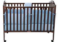 سرير اطفال و طاولة غيار
