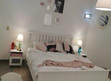غرفة نوم مودرن حديثه بالاضافه الي بقية غرف البيت للبيع