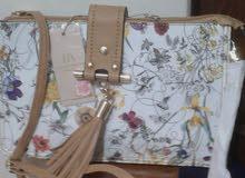 حقيب من النوع المتوسط