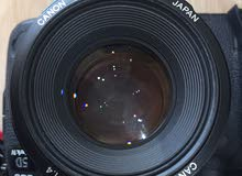 كاميرا كانون 5D Mark IV مع عدسة 5mm وفلاش جديدة بالكرتون استعمال خفيف بالضمان