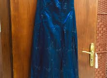 فستاني ازرق نيلي يلمع مع وشاح