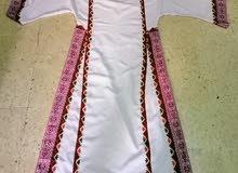ثوب مستعمل للبيع 50 دينار للثوب الواحد
