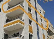 شقة جديدة في حي عدن للإيجار 3 غرف وصالون ومطبخ راكب وحمامين