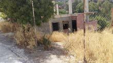 منزل غير مكتمل للبيع مع قطعة ارض واسعة ، عقد ملكية,فى وسط قسنطينة