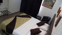 مطلوب موظفين  استقبال وموظفين تنظيف غرف لفندق نجمتين يقع في الدوار الرابع