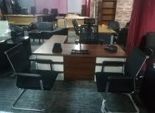 مكتب مدير مع 3 كراسي جلد شبه جديد