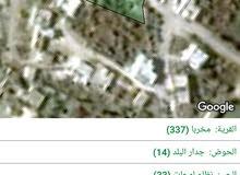 أرض سكنيه مع بيت غرفتين قديم 585م بلده مخربا