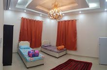 غرف راقية وجديدة  مفروشه للإيجار في المعبيلة بالقرب من مسقط مول و نستو