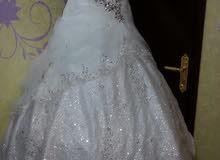 فستان ابيض راقي للبيع