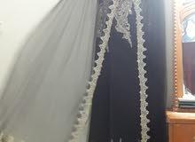 عندي فستان للبيع قياس 44 و46 اشتريتها ولبستها مره سعرها 120