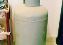 2 Gas cylinders with one full and one empty