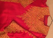 ثوب فلاحي لون أحمر مطرز ذهبي