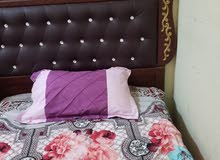 سرير فخم وجميل ومعه المرتبة