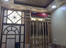 بيت للبيع  نص قطعه  75 متر بناء طابقين  في حي المربع  مقابل سوق التاميم ركن  بنا