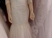 يتوفر لدينا فساتين زفاف سواء جاهز أو تفصيل حسب الديزاين المرغوب فيه