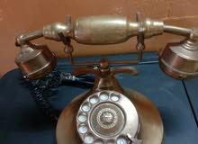 هاتف أرضي كلاسيك قديم