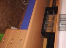 مكتب استقبال خشبي استعمال نظيف جدا