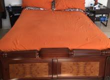 سرير بحالة ممتازة كامل مرتب أصلية وفرش كامل الاتصال وان اب