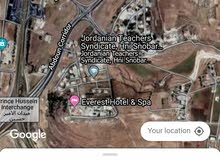 ارض 700م كرودور عبدون حوض جحرا قرب افرست وقصر الصنوبر