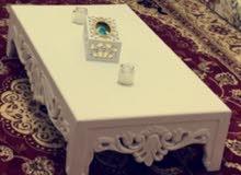 طاولة جديدة للبيع الطول 1متر والعرض 60 وارتفاعها 25سم