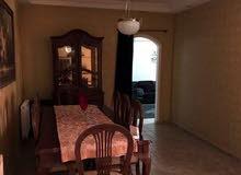 شقة مفروشة مميزة للبيع في ام السماق قرب شارع مكة طابق ثالث 120م