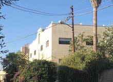 منزل مكون من 6 شقق على شارعين بالقرب من دوار القبه بتجاه شارع الحصن