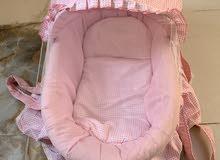 سرير طفل لون وردي